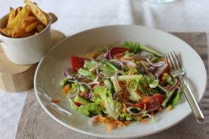 Bunter Salat mit Kartoffelecken 2