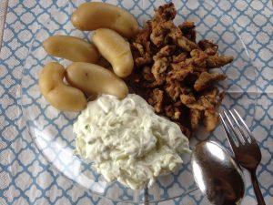 Gyros mit Zaziki und Kartoffeln