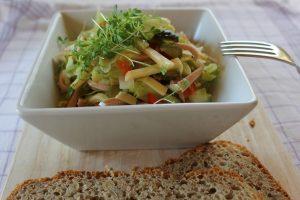 Leichter Wurstsalat mit Käse
