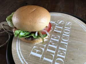 Selbstgemachter, klassischer Beef Burger