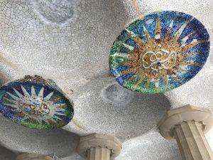 Sonnenmosaiken von Jujol im Parc Guell Barcelona