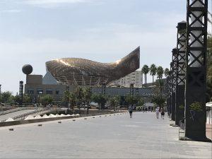 Bronzene Fischstatue am Port Olimpic Barcelona