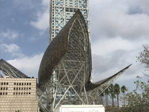Fischstatue am Port Olimpic von vorne