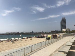 Blick vom Platja Bogatell zum Port Olimpic Barcelona