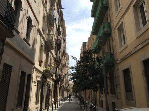 Schatten in den Gassen von La Barceloneta Barcelona