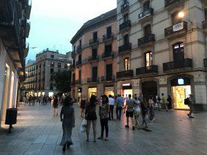 Einkaufsgasse im gotischen Viertel Barcelona