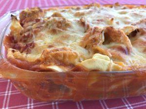 Tortellini al forno mit Tomatensoße