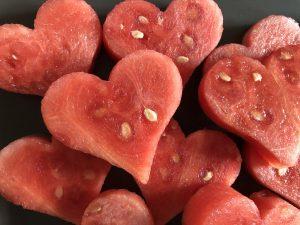 Wassermelone ausstechen in Herzform