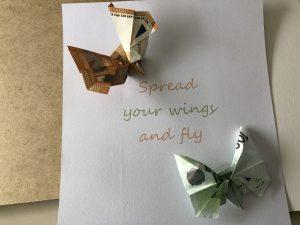 Gefaltete Geldscheine - Schmetterlinge plus Spruch