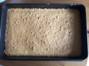 Rührteig für Bienenkuchen mit Aprikosen und Schmand