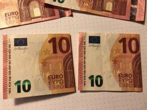 Geldscheine für Geldgeschenk im Rahmen