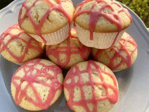 Vegane Vanille Muffins mit Himbeerguss