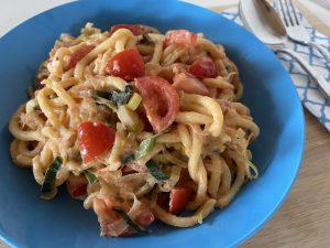 Cremige Lauch Spätzle mit Tomaten
